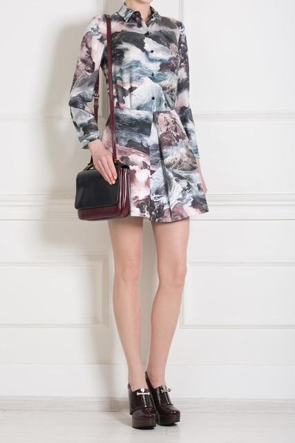 Блузка из шелка относится к пре-коллекции Carven. . Носите ее с однотонными брюками или короткой юбкой из той же
